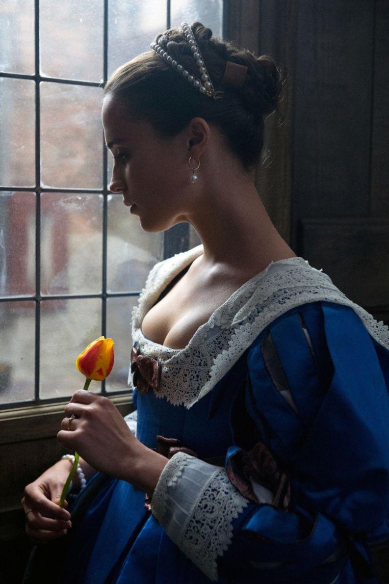 Alicia Vikander in 'Tulip Fever' Beeld RV