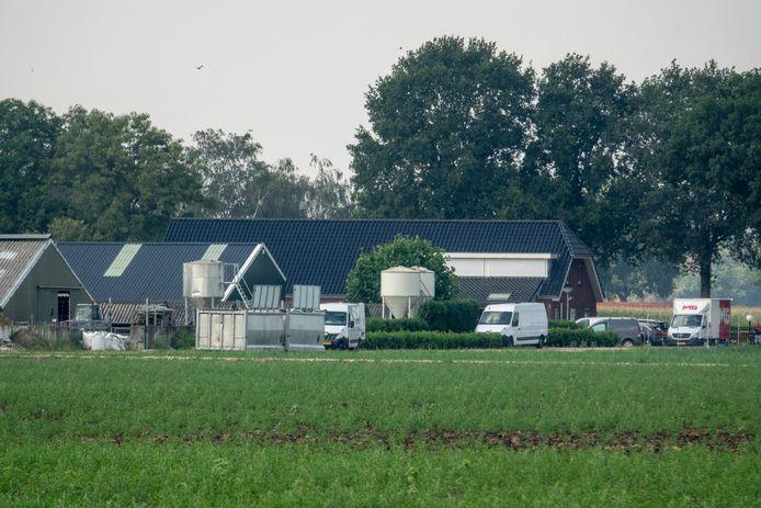 Bij Nertsenfarm Hendriks- vd Weem aan de Driebergenseweg zijn vanmorgen de dieren geruimd vanwege besmetting met het coronavirus .