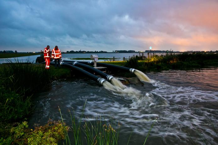 De calamiteitenpolder bij 't Woud werd afgelopen weekend nog onder water gezet.