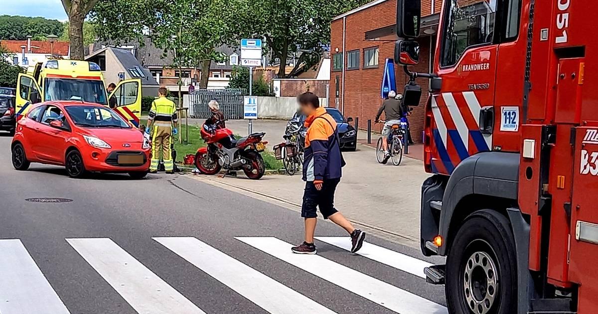Motorrijder ernstig gewond door botsing met auto in Groesbeek.