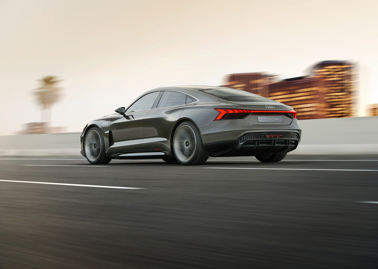 De e-tron GT (op Porsche Taycan-basis) krijgt 800 Volt-techniek
