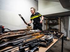 Arnhemmers leveren massaal hun wapens in: zeldzame Walther uit de Eerste Wereldoorlog ligt naast vuurwapens die overvallers gebruiken