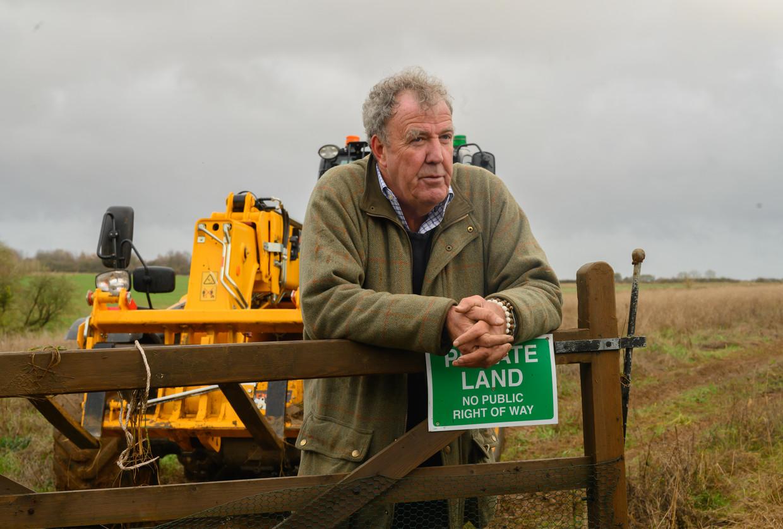 Clarkson op zijn landgoed: 'Ik ben gewoon een overenthousiaste stedeling die bijna alles verkeerd doet.' Beeld Stephanie Hazelwood