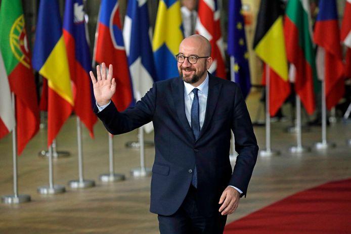 Premier Michel bij aankomst op de top.