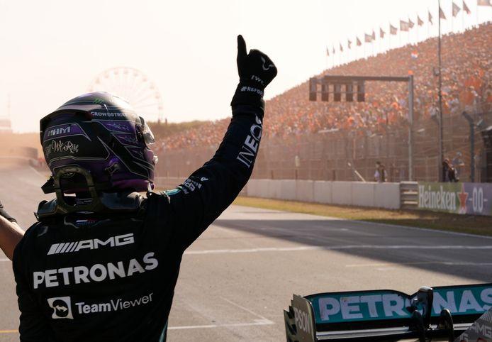 Het publiek op Zandvoort lijkt Lewis Hamilton toch een beetje in de armen gesloten te hebben.