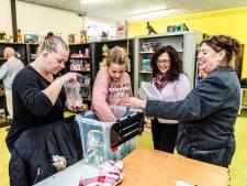 Na subsidiestop nemen vrijwilligers van de Speelgoedbank het heft in eigen handen