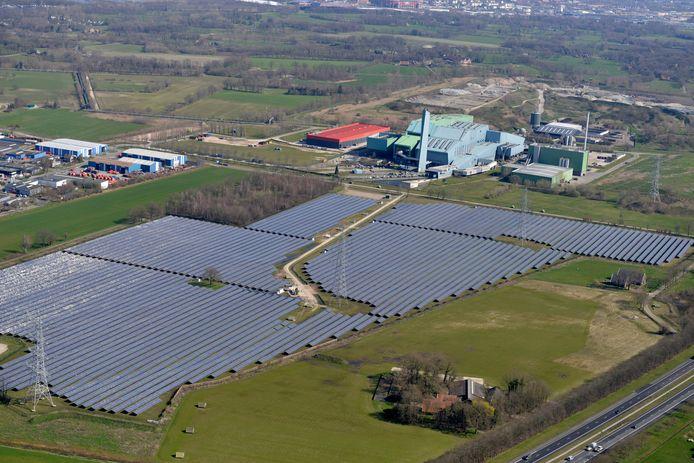 Op Boeldershoek West, tussen Twence en de A35, ligt al een zonneveld met 61.000 zonnepanelen. Ook op Boeldershoek OOst, tussen Twence en Nobian (voorheen Akzo Nobel) moet een zonneveld komen. Enexis kan vast beginnen met de uitbreiding van het netwerk.