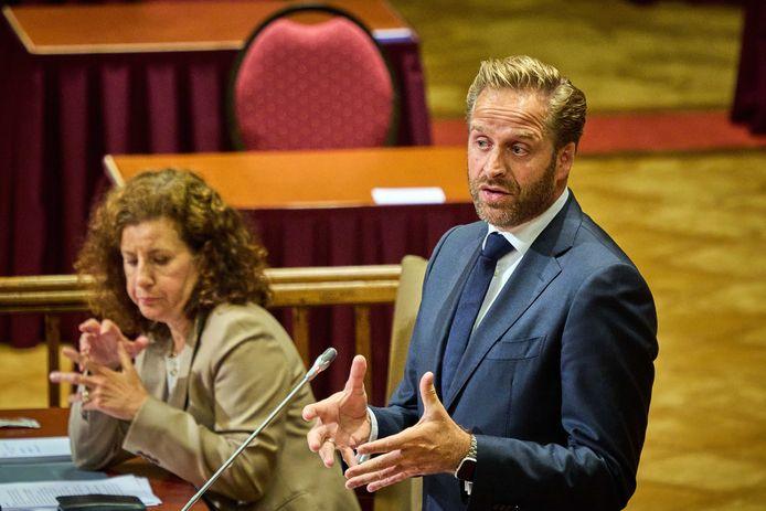 Demissionair minister Hugo de Jonge van Volksgezondheid tijdens het debat in de Tweede Kamer over de ontwikkelingen rond het coronavirus.