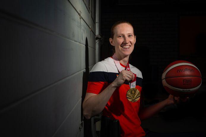 WIJCHEN:  Portret van Ilse Arts uit Wijchen. De rolstoelbasketbalster won goud op de Paralympische Spelen in Tokyo