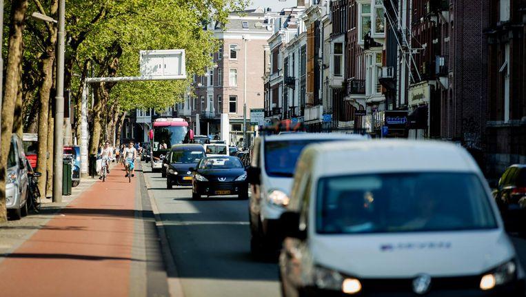 Omgevingsfoto's, gemaakt door scanauto's, zijn voldoende, controleurs hoeven steeds minder zelf op straat overtredingen te constateren Beeld anp