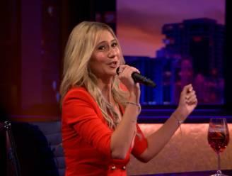 Ex-Miss België Celine Van Ouytsel zingt uit volle borst mee met 'Ich Bin wie Du'