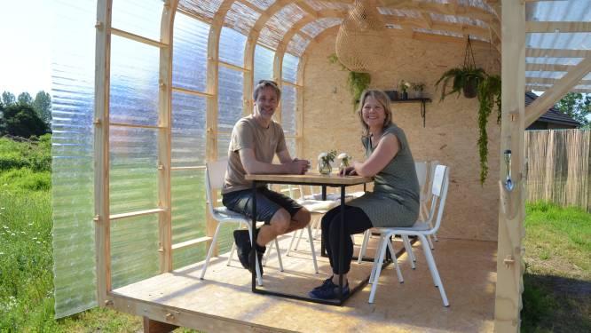 """""""Ontbijten, lunchen of dineren in bubbelhuisje"""": Remco en Karen dopen voormalig Neerhof tijdelijk om tot Sfeerhof"""