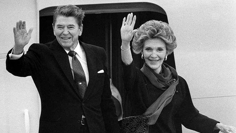 Nancy Reagan samen met haar man, de toenmalige president van de VS, Ronald Reagan op 30 juni 1988. Beeld epa