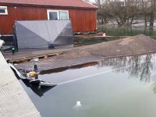Gezonken woonboot bezweek onder sneeuw, 'eigenaar niet verzekerd'