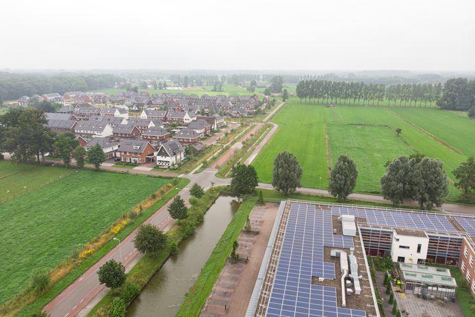 Rijssen gaat een nieuwe wijk bouwen: Opbroek Oost. Rechts onder Reggesteyn aan de Cattelaar. Links Opbroek West. Rechts daarvan richting noorden komt de nieuwe wijk.