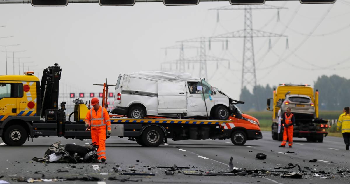 Spookrijder overleden bij groot ongeluk op A2, gewonde in 'zorgelijke situatie'.