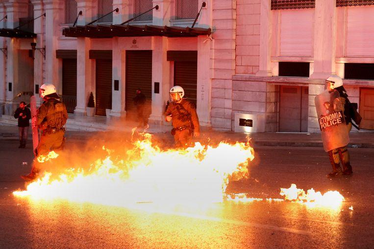 In mei gingen duizenden Grieken de straat op nadat het parlement instemde met controversiële bezuinigingen. Beeld REUTERS