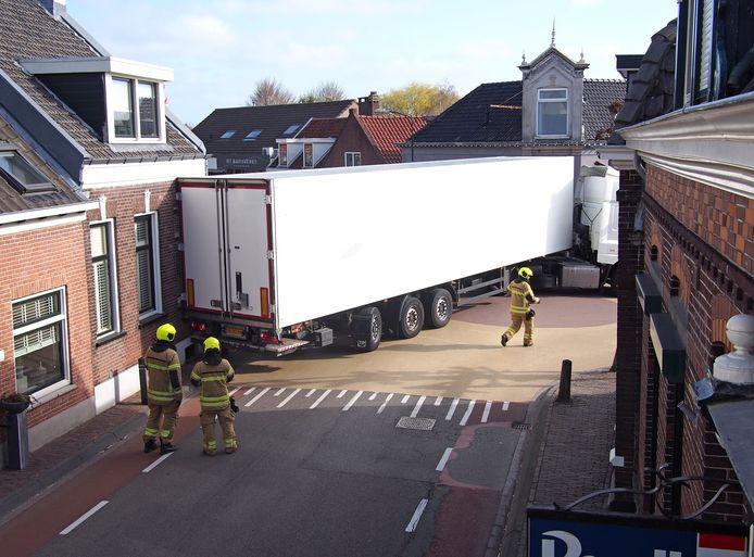 Onlangs ging het nog mis met een vrachtwagen in Groot-Ammers.