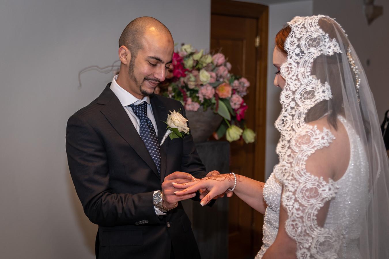 Salman en Chloë Essafer trouwden 26 januari en kozen voor een gratis huwelijk.