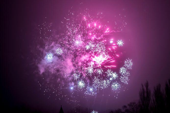 Bij de vorige jaarwissel werd nog een lichtshow opgevoerd, al verliep die niet helemaal volgens plan door de mist. Dit is vuurwerk van particulieren.
