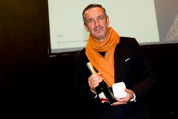 Dries Van Noten kreeg de Juryprijs. Hij organiseerde dit jaar zijn honderdste defilé in Parijs.