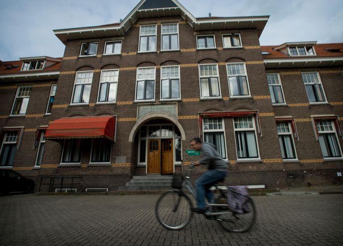 Het pand aan de Barchman Wuytierslaan in Amersfoort waar mogelijk een asielzoekerscentrum komt.