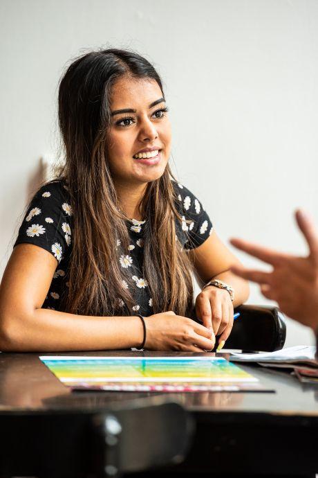 Kaynaat (18) moest zelf het huis uit; nu wil ze met deze tien tips begeleiders helpen: 'Ik maak me grote zorgen'