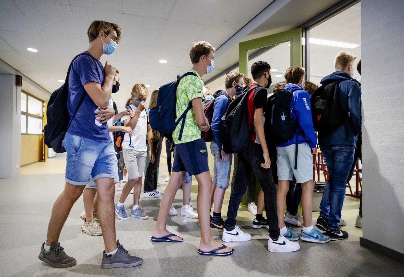 Zoetermeerse middelbare scholen vinden het lastig om de 1,5 meter afstand bij leerlingen te waarborgen.