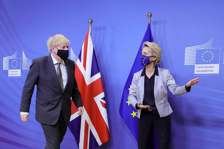 Boris Johnson en Ursula von der Leyen.  Beeld Photo News