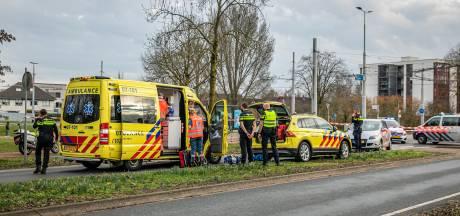 Scooterrijder zwaargewond na botsing met auto