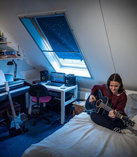 Marysia (20) uit Steenwijk zet angsten om in muziek: 'Werd door corona geconfronteerd met mezelf'