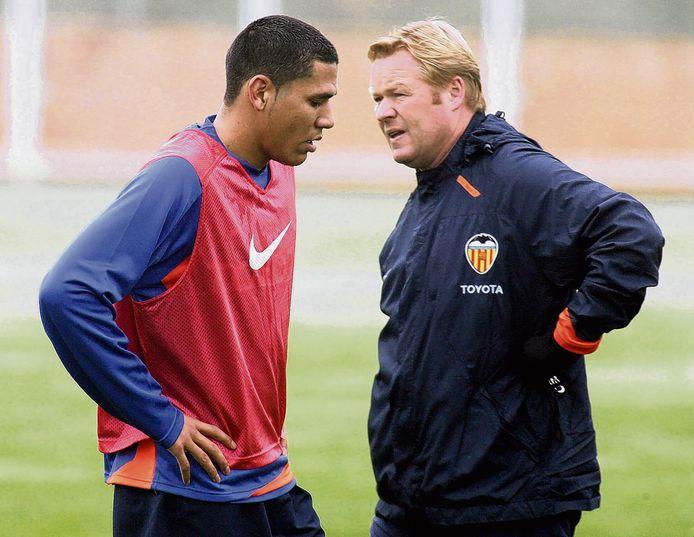 Hedwiges Maduro en Ronald Koeman op het trainingsveld bij  Valencia in 2008.