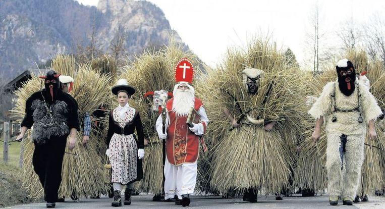 Sint Nicolaas en zijn gevolg in het Beierse Bischofswiesen. Beeld reuters