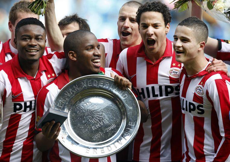 Onder anderen Eric Addo (links) en Ibrahim Afellay (rechts) werden met PSV vier keer kampioen. Beeld anp