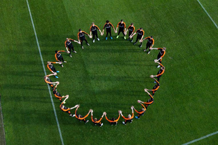 Het Nederlands elftal maakte in november ook al een statement tegen racisme. Beeld KNVB
