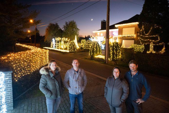 Jessica Vermote, David Ooms, Christel Moons en Marino Delaere voorzien hun huizen en tuinen in de Heibloemstraat elk jaar van duizenden lichtjes.