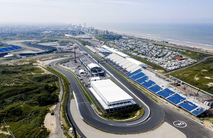 Een dronefoto van Circuit Zandvoort, waar de voorbereidingen voor de Dutch GP in volle gang zijn