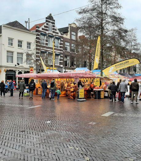 Moeten kooplieden op de markt in Zwolle verplicht een mondkapje dragen?
