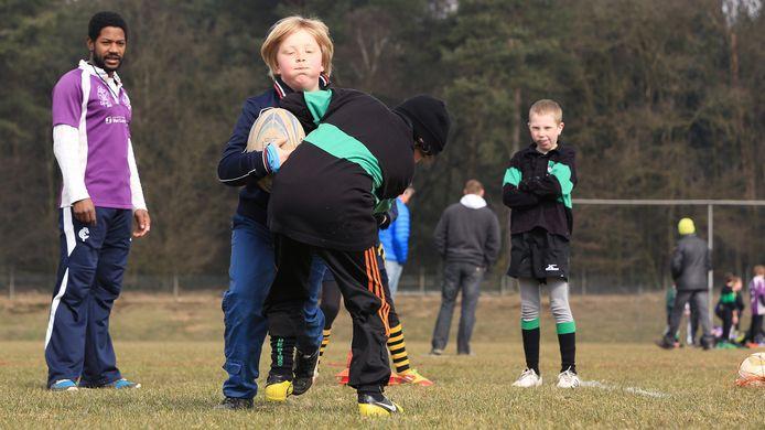 Kinderen trainen bij Rugby Club Wageningen, hier op archiefbeeld.