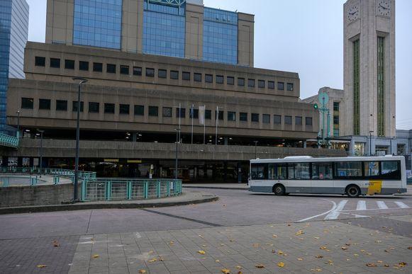 Het Noordstation in Brussel. Normaal gezien stoppen hier 30 buslijnen op 8 perrons onder het station.