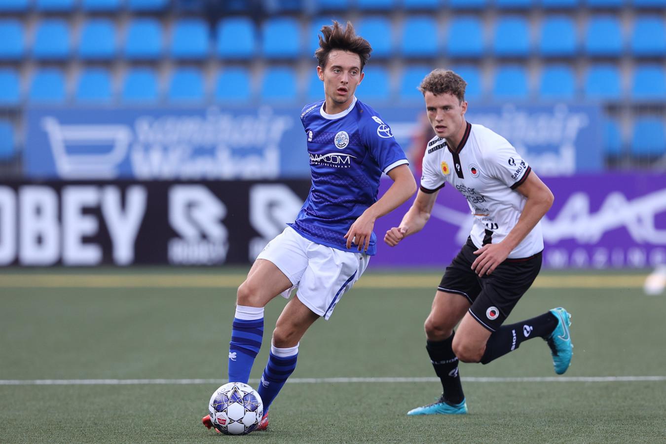 Rick Zuijderwijk tijdens zijn debuutwedstrijd voor FC Den Bosch. In De Vliert won Excelsior met 0-5.