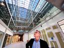 Makelaar Toine Naber in het nieuwe kantoorgebouw Plan-T