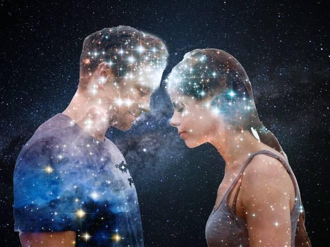 """Steeds meer mensen daten volgens sterrenbeeld. 2 astrologen leggen uit: """"De sterren vertellen of een relatie makkelijk of stroever zal verlopen"""""""