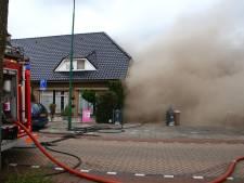 Grote uitslaande brand in Oss: NL Alert verstuurd, 18 woningen ontruimd, geruzie tussen buurtbewoners