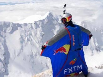 Russische waaghals duikt in Himalaya van 7.700 meter hoogte naar beneden