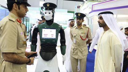 Robocop bestaat nu echt en hij helpt mee de straten van Dubai veilig te houden