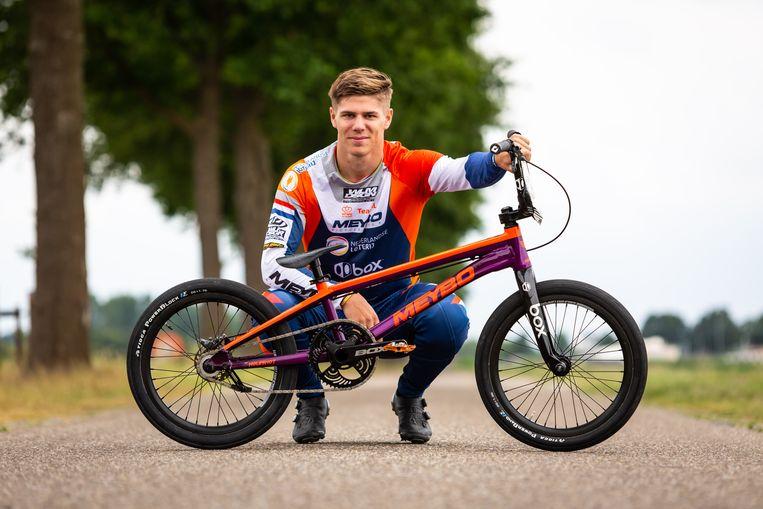 Niek Kimmann op de foto met zijn BMX, in de zomer van 2020, een halfjaar voor hij naar Zwitserland zal vertrekken.  Beeld Getty Images