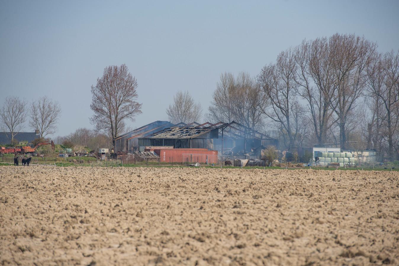 De zware drugscriminaliteit ligt niet stil door corona. In Poortvliet werd vorige week een XTC-lab gevonden in een afgebrande loods aan de Bram Groenewegenweg.