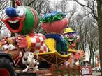 Kleurrijke wagens in optochten Haps en Sint Agatha