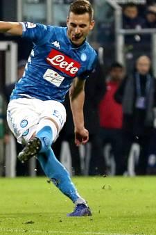 Milik helpt Napoli met fraaie vrije trap aan zege bij Cagliari